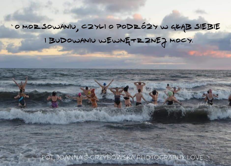 MORSOMANIA – nowy sport narodowy? O morsowaniu, czyli o podróży w głąb siebie i budowaniu wewnętrznej mocy.